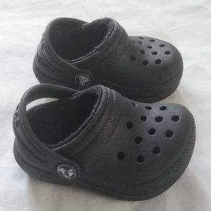Baby Crocs black sz 4 faux fur inside